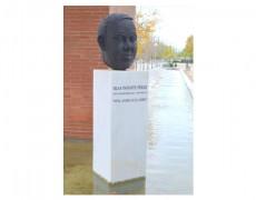 Sculpture  hommage  à Blas Infante