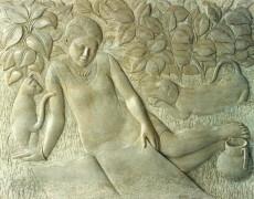 Portrait de femme dans le jardin